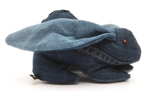 Knuffel konijn van oude spijkerbroeken